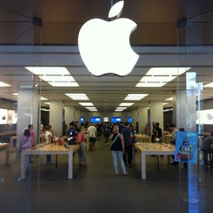 Photo taken at Apple Store, La Maquinista by Sergi A. on 6/12/2012
