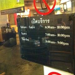 Photo taken at Starbucks (สตาร์บัคส์) by Yoshihisa S. on 9/2/2011