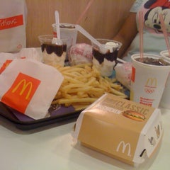 Photo taken at McDonald's by Roxy Cielo G. on 5/15/2012
