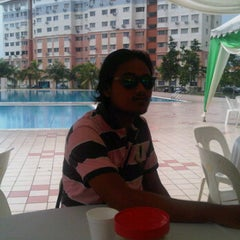 Photo taken at Sri Hijau swimming pool by Mohd Faizal on 9/17/2011