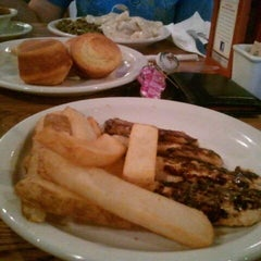 Photo taken at Cracker Barrel Old Country Store by Kory F. on 8/19/2011
