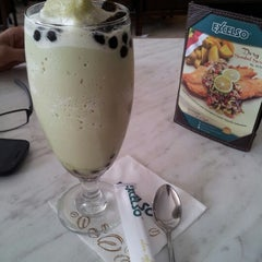 Photo taken at de`EXCELSO by Dwee on 8/20/2012
