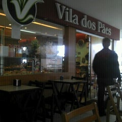 Photo taken at Vila dos Pães by Helio S M. on 11/10/2011