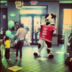 Photo taken at Chick-fil-A by Hen C. on 5/10/2012