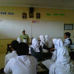 Photo taken at XII IPA 5 SMAN 1 Sindang by Refin W. on 2/16/2011