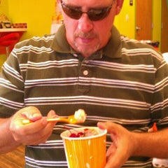 Photo taken at Orange Leaf Frozen Yogurt by Monica C. on 10/2/2011