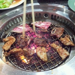 Photo taken at Iroha Yakiniku (อิโรฮะ) 焼肉 いろは by Boki j. on 11/22/2011