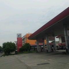 Photo taken at SPBU Petronas by Cak W. on 7/22/2012