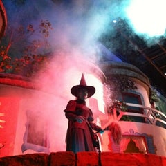 Photo taken at The Great Movie Ride by Shellymarie L. on 10/25/2011