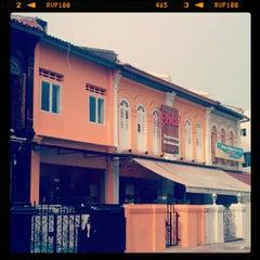 Photo taken at Gokul Vegetarian Restaurant by Ian P. on 4/25/2012