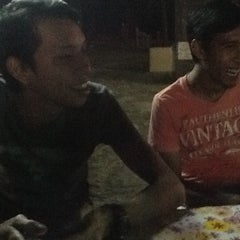 Photo taken at Nasi Ayam Madu Selera Qaseh by Ahmad A. on 1/13/2012