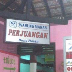 Photo taken at Warung Bang Hasan by End D. on 12/24/2011