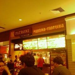 Photo taken at Patroni Pizza by Fernando F. on 12/17/2011