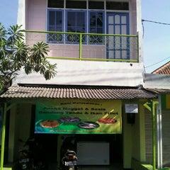 Photo taken at Omega Tiga Shop (kakap merah & bandeng tanpa duri) by Agus A. on 9/11/2011