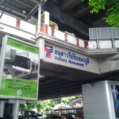 Photo taken at BTS อนุสาวรีย์ชัยสมรภูมิ (Victory Monument) N3 by Takato E. on 5/28/2012