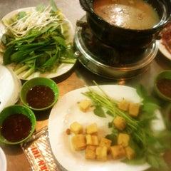 Photo taken at Lẩu dê Toàn Trí by Phuong L. on 6/9/2012