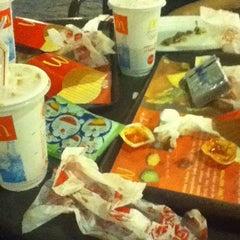 Photo taken at McDonald's / McCafé by Mario S. on 5/28/2012