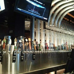 Photo taken at Yard House by Robin 기. on 11/16/2011