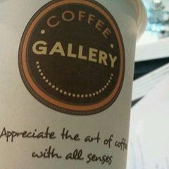 Photo taken at Coffee Gallery (คอฟฟี แกลเลอรี) by Paitoon P. on 9/15/2011