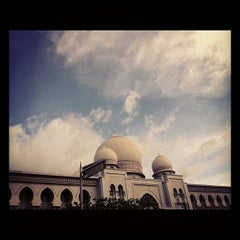 Photo taken at Istana Kehakiman (Palace of Justice) by Nina E. on 10/29/2011