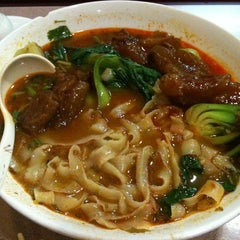 Photo taken at E-Noodle by Bkwm J. on 10/3/2011