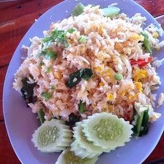 Photo taken at ร้านอาหารตาม่องลาย by Amornrat L. on 11/20/2011