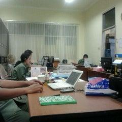 Photo taken at Badan Kepegawaian Daerah Kota Samarinda by pmin v. on 10/10/2011