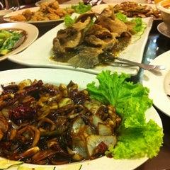 Photo taken at New Horizon Garden Restaurant by Azlienna A. on 7/5/2012