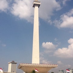 Photo taken at Monumen Nasional (MONAS) by Flor F. on 6/22/2012