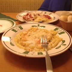 Photo taken at Olive Garden by Amy on 7/20/2012