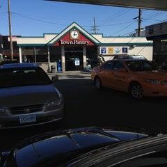 Das Foto wurde bei Chevron von Sean S. am 3/23/2012 aufgenommen
