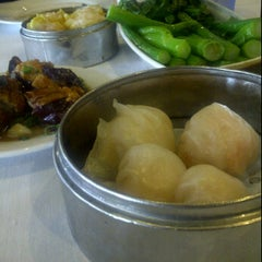Photo taken at Lucky Star Seafood Restaurant by Rhommel C. on 2/12/2012