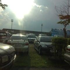 Photo taken at สนามกีฬาจังหวัดพระนครศรีอยุธยา by Nisara K. on 8/25/2012