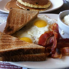 Photo taken at Mountain View Diner by Pak M. on 8/19/2012