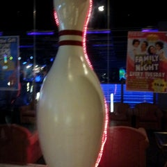 Photo taken at New Roc n Bowl at Funfuzion New Roc City by Emmanuel D S. on 8/19/2012