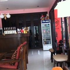 Photo taken at Lomo Cafe'' (โลโม่ คาเฟ่) by Thanitsara S. on 2/26/2012