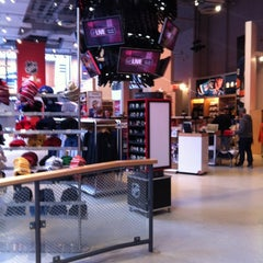 Photo taken at NHL Store Powered by Reebok by Felipe S. on 2/23/2012