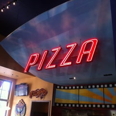 Photo taken at Mellow Mushroom by Jonathan S. on 7/6/2012