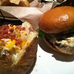Photo taken at LongHorn Steakhouse by Vanessa S. on 12/5/2011
