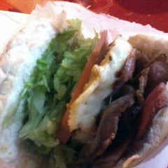 Photo taken at Esquilo Sanduiches BurgerMaxx by Casal Gourmet on 4/25/2012
