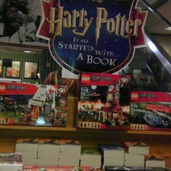 Photo taken at Barnes & Noble by Kymme G. on 9/3/2011