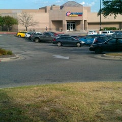Photo taken at 24 Hour Fitness by Gabriel M. on 6/17/2012
