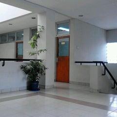 Photo taken at Fakultas Kehutanan Universitas Mulawarman by Ramdhani O. on 4/23/2012