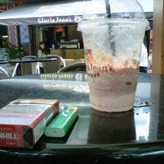 Photo taken at Gloria Jeans Coffees by Muhammad F. on 9/13/2011