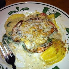 Photo taken at Olive Garden by Kelsey B. on 5/2/2012