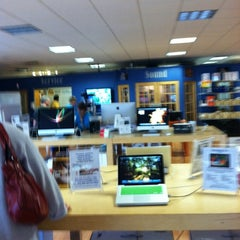 Photo taken at Small Dog Electronics by Brad L. on 8/9/2011
