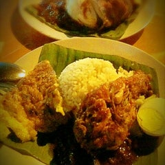Photo taken at Nasi Lemak Famous by GL N. on 7/13/2012