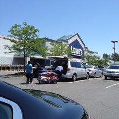 Photo taken at Lowe's Home Improvement by Z M. on 5/31/2012