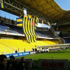 Photo taken at Fenerbahçe Şükrü Saracoğlu Stadyumu by Serkan A. on 1/15/2012