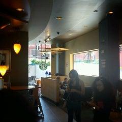 Photo taken at Starbucks by Luis Oscar M. on 9/10/2011